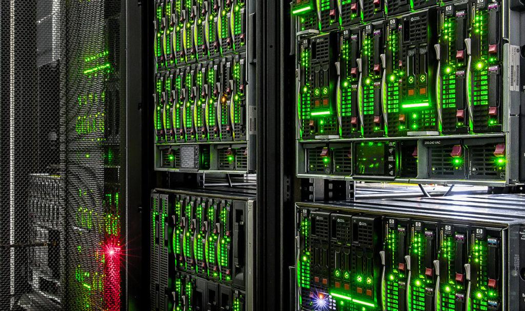 поставить сервер на бесплатный хостинг